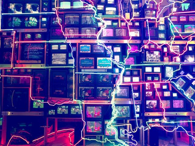 101-Objects-Voice-Nam-June-Paik-Electronic-Superhighway-31-963
