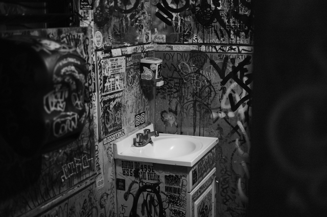 Bathroom at Rocking Thai.  Hollywood. ©Simon Puschmann